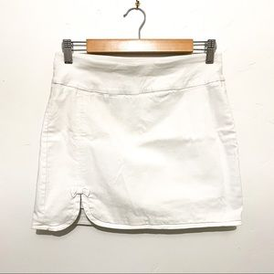 Attyre white mini skirt with slit detail sz 4